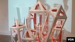 Corcoran fine art major Hope Sorensen created this cut paper sculpture. (Photo: VOA/J. Taboh)