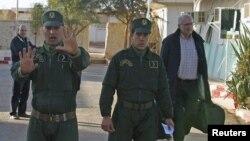 Des gendarmes algériens à Amemas, Algérie, 19 janvier 2013.