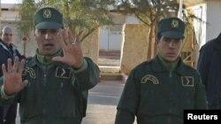 Des gendarmes algériens stationnés à Amenas, 19 janvier 2013.