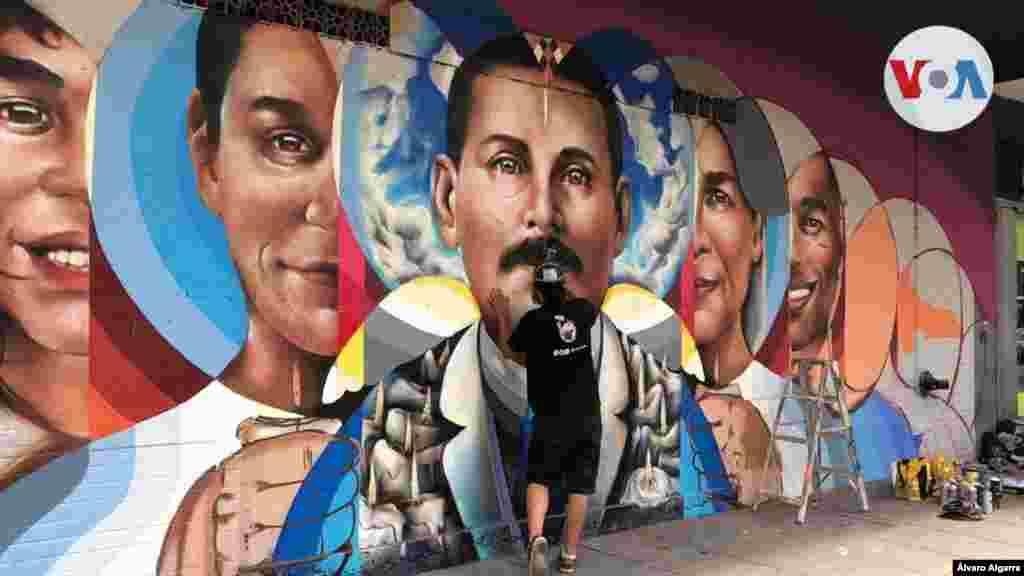En esta oportunidad, termina un mural con la imagen del doctor venezolano José Gregorio Hernández, recientemente nombrado beato de la iglesia católica.