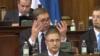 Vučić podigao borbenu gotovost vojske i poručio da će čuvati mir i stabilnost