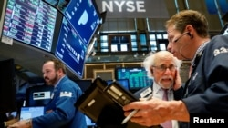 纽约股票交易所的交易商们。(2018年3月29日)