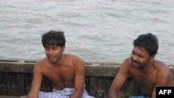 Nhiều người đau buồn trước cái chết của thân nhân trong vụ chìm phà chở quá tải ở Ấn Độ, 31/10/2010