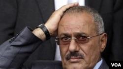 Presiden Yaman Ali Abdullah Saleh masih tinggal di Arab Saudi untuk menjalani penyembuhan.