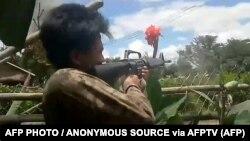 မိုးၿဗဲရဲစခန္းကို ေဒသခံ ကာကြယ္ေရးတပ္ေတြက တိုက္ခိုက္သိမ္းယူခဲ့စဥ္(ANONYMOUS SOURCE via AFPTV )