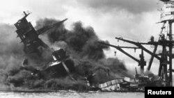 Chiến hạm USS Arizona bị Nhật đánh chìm ở Trân Châu Cảng, Hawaii, 7/12/1941.