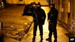 Belgiya politsiyasi Vervye shahrida ko'chalarni nazorat qilmoqda. 15-yanvar 2015-yil