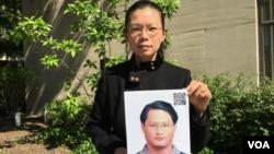遭中国拘禁台湾人权工作者李明哲之妻李净瑜 (美国之音钟辰芳拍摄)