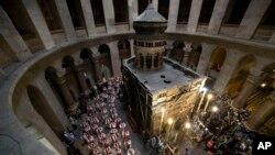 Prosesi Minggu Palma di Gereja Makam Kudus, yang diyakini sebagai tempat penyaliban dan pemakaman Yesus Kristus di kota Yerusalem (29/3).
