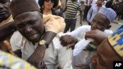 Wani dangin Maj. Hamza Al-Mustapha yana kuka bayan hukumcin da aka yanke a Lagos bara