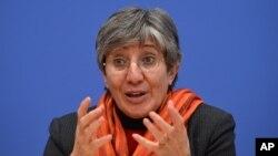 سیما سمر می گوید که ناقضین حقوق بشر پوزش بخواهند.