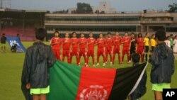 ترغیب تیم فوتبال توسط حامد کرزی