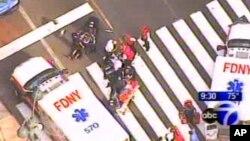 Nhân viên cấp cứu đến nơi xảy ra vụ nổ súng tại tòa nhà chọc trời Empire State