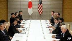 지난 2월 TPP 협상을 위해 만난 일본과 미국 대표단. (ㅈ료사진)
