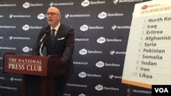 오픈 도어스 미국지부의 데이비드 커리 회장이 13일 열린 기자회견에서 '2016 세계 기독교 감시목록'을 발표하고 있다.