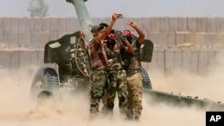 戰鬥人員在炮轟伊斯蘭國武裝的時候自拍(2016年5月29日)
