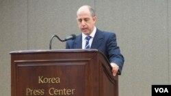 토마스 오헤아 퀸타나 유엔 북한인권특별보고관이 10일 서울 프레스센터에서 기자회견을 열고 북한식당 종업원 면담 결과를 발표했다.