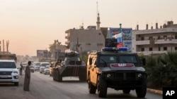 Pasukan Rusia berpatroli di kota Amuda, Suriah utara, 24 Oktober 2019. (Foto: dok).