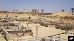 """开罗郊外""""小小羊羔孤儿院""""建筑工地"""