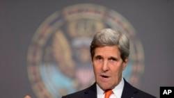 Ngoại trưởng Hoa Kỳ John Kerry kêu gọi hai ứng viên tổng thống Afghanistan, ông Abdullah Abdullah và Ashraf Ghani hãy tự chế.