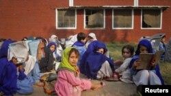 د پاکستان ۵۵ ضلعې داسې دي چرته چې په هايي سکولونو کې زدکوونکو جينکو شمېره د ۱۰۰۰ نه کمه ده.