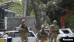 北约部队9月5日在阿富汗首都喀布尔对一个自杀炸弹攻击事件展开调查。