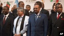 FILE - Sudanese President Omar Hassan al-Bashir, second from right, stands with other leaders during a photo opportunity at an African Union summit in Johannesburg, June 14, 2015.