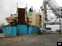 O cargueiro Maersk Constellation, fotografado em finais de Janeiro, no porto americano de Lake Charles, Louisiana, antes de partir para África.