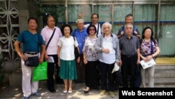 89歲杜光(左四)等人無法參與每月餐聚後拍照留念 (高瑜推特圖片 )