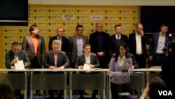 Predstavnici opozicije na potpisivanju dokumenta o uslovima za fer i poštene izbore u Srbiji, u Beogradu 14. decembra 2018.