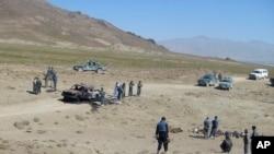资料照:阿富汗帕克蒂亚省2008年6月24日遭袭后的场景。