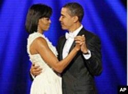 Michelle e Barack Obama num baile de gala comemorativo da sua eleição