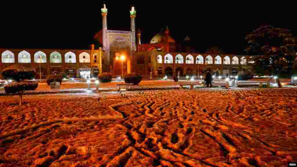 این هم اصفهان سفیدپوش. عکس: فاطمه صادقزاده، ایسنا