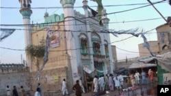 مزار پر خودکش دھماکوں میں ہلاکتوں کی تعداد 50