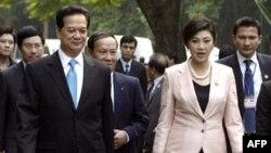 Thủ tướng Thái Lan Yingluck Shinawatra và Thủ tướng Việt Nam Nguyễn Tấn Dũng tại Hà Nội, ngày 30/11/2011