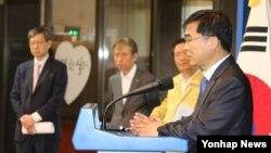 김우주 감염학회장이 3일 청와대 춘추관에서 메르스 대응 민관합동 긴급점검회의 결과에 대해 브리핑하고 있다.