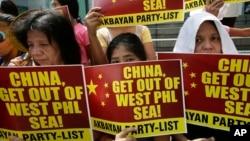 Người Philippines biểu tình chống Trung Quốc trước đại sứ quán Trung Quốc ở Manila hồi tháng 3/2014.
