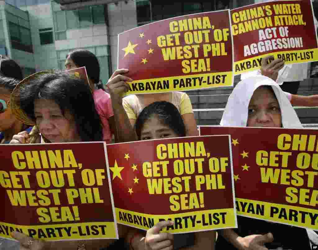 남중국해에서 중국과 필리핀의 영유권 갈등이 고조된 가운데, 마닐라 동부 마카티시에서 반중 시위가 열렸다. 지난 1월 중국 해감선이 분쟁 해역에서 조업 중인 필리핀 어선에 물대포를 발사한 것으로 알려지면서, 필리핀 정부가 중국에 공식 항의했다.