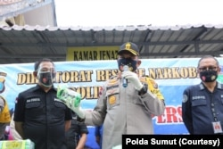 Kapolda Sumut, Irjen Pol Sormin Martuani saat memberikan keterangan pers di Rumah Sakit Bhayangkara Medan, terkait penggagalan peredaran sabu-sabu seberat 100 kilogram. Selasa, 18 Agustus 2020. (Courtesy: Polda Sumut)