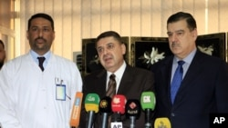 Cîgirê Wezîrê Saxlemîyê Dr. Issam Namiq û Dr. Hani Musa li ser saxlemîya Talabanî agahîya didin.