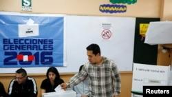 Cử tri Peru đi bỏ phiếu tại Lima, ngày 5/6/2016.