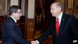 Ahmet Davutoğlu ve Cumhurbaşkanı Erdoğan Salı günkü görüşmelerinde