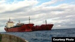 Barcos Marida Melissa & Duzgit Integrity on Sao Tome´s Harbor