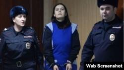 Bobokulova trong phiên tòa hôm nay tại Moscow. Ảnh chụp màn hình trang web vnexpress.net.