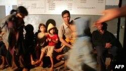 """Phó Giám đốc đặc trách châu Á của HRW cho biết: """"Ở Việt Nam, người Thượng đối mặt với sự đàn áp nghiêm trọng, nhất là những người đi lễ tại các nhà thờ tại gia độc lập, vì chính quyền không dung thứ cho những hoạt động tôn giáo ngoài tầm kiểm soát của mìn"""