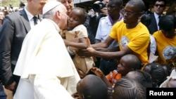 Papa Francisco num campo de refugiados em Bangui