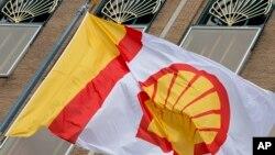 شرکت شل قبل از اعمال تحریمهای نفتی، از ایران نفت خام خریده بود، اما با اعمال آن تحریمها، قادر به تسویه حساب نبود.