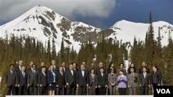Para pejabat anggota APEC setingkat menteri berpose bersama di Big Sky, negara bagian Montana, AS (18/5).