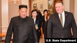 지난 10월 7일 북한을 방문한 마이크 폼페오 미 국무장관이 김정은 북한 국무위원장을 만나 회담했다. 사진출처= 마이크 폼페오 미 국무장관 트위터.