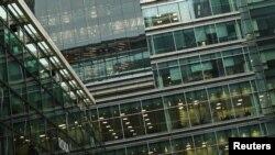 Prazne kancelarije u poslovnom centru Londona (Foto: Rojters)